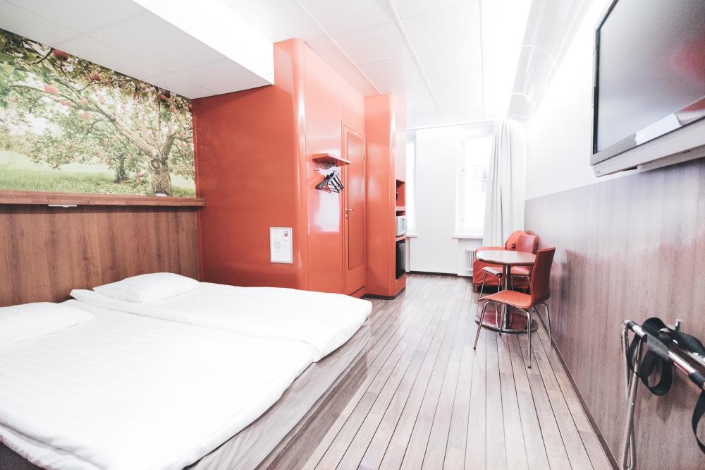 Omenahotelli (2)